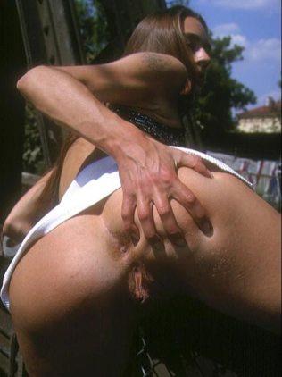 Girl zeigt sich nackt