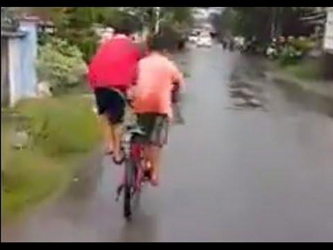 Zusammen Radfahren ohne Gepäckträger