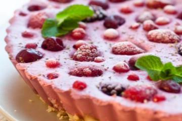 tarta cu fructe rosii - raw