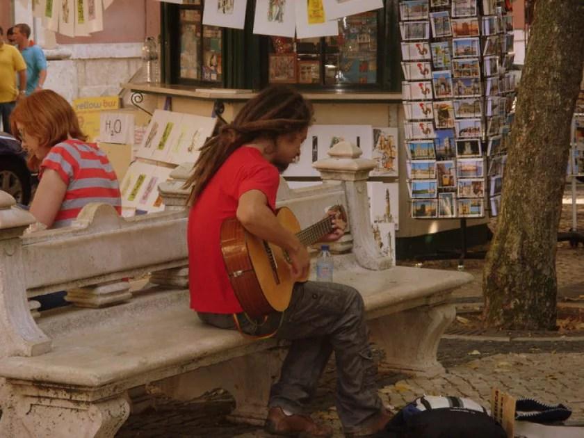 gitarrenspieler-in-lissabon