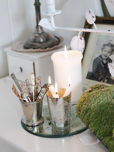 velas en navidad rústico moderno en blanco estilo shabby chic estilo nórdico elementos decorativos de navidad detalles navideños naturales decoración navideña decoración escandinava decoración en blanco decoración de interiores