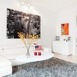 silla eames blanca poster love portatil appel oficinas decoradas en blanco notebook muebles de diseño lugares de trabajo estilo nórdico estilo moderno estilo minimalista diseño de oficinas diseño de interiores despacho blanco decoración nórdica decoración escandinava decoración en blanco decoración de interiores