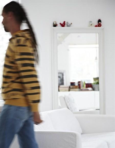 sofás de ikea sofas blancos pared pizarra estilo nórdico decorar casas decoración salones nórdicos decoración rustico moderno decoración rustico blanco decoración ordenada decoración nórdica decoración mueble diseño Decoración minimalista y ordenada decoración minimalista decoración escandinava decoración en blanco decoración de interiores decoración con muebles de ikea casa decoración polonia blog diseño nordico blog decoración nórdica blog de interiorismo alfombra piel vaca