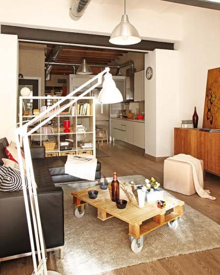vigas en el techo tuberías metal suelo de madera de roble sofa cuero ikea lámparas metálicas interiores de pisos pequeños estilo nórdico estilo industrial estilo escandinavo distribución abierta decoración diseño nórdico diseño de loft