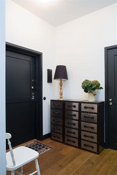 Carpinter a y exterior de color negro blog decoraci n - Colores de puertas de madera interiores ...