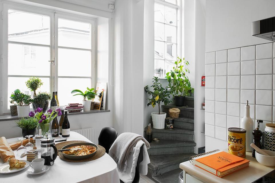 Cocinas blancas peque as y modernas blog tienda for Cocinas blancas pequenas