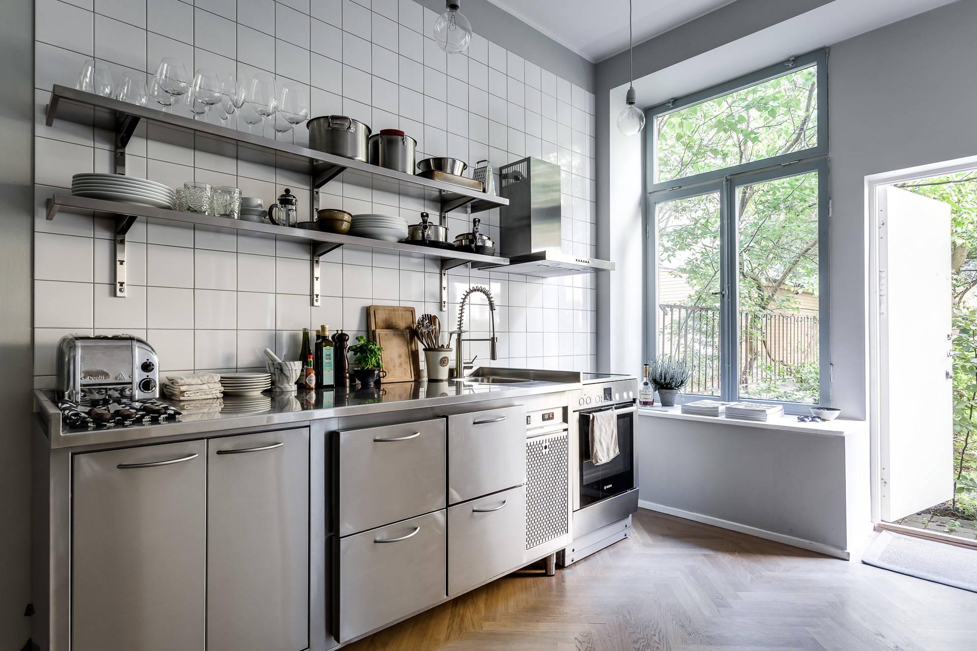 Peque a cocina inspirada en una profesional blog tienda for Cocinas industriales modernas