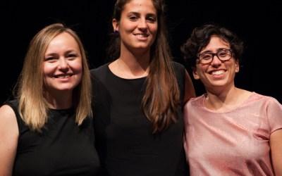 Nella foto, da sinistra, Eva Neklyaeva, neodirettore del Festival di Santarcangelo, con Alice Parma, sindaco del comune romagnolo, e il direttore uscente, Silvia Bottiroli