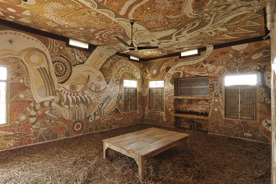 3d Wallpaper For House Walls India Extraordinary Mud Paintings Decorate An Entire Classroom