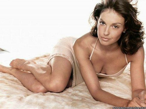 Celebrity Ashley Judd Sexy w Silk Pajamas