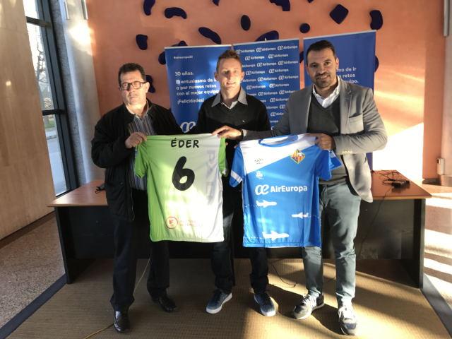 Miquel Jaume, Éder y José Tirado, con las camisetas del Palma Futsal