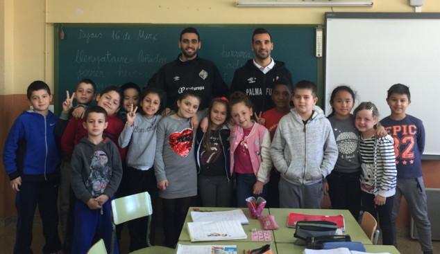 Carlitos y Tomaz visitan el colegio Màxim Alomar Josa de Palma