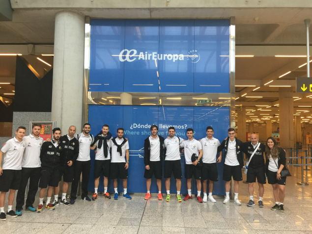 La plantilla del Palma Futsal justo antes de partir hacia Cartagena