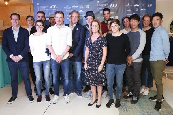 Corredores y equipo directivo de Six Day Series en la 'Cena Iberostar'