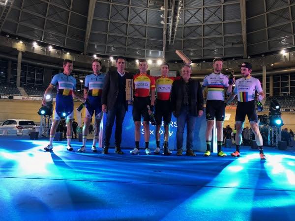 Los grandes vencedores de la noche. De izquierda a derecha: Moreno de Pauw y Kenny de Ketele; Miguel Indurain; Sebastián Mora y Albert Torres; Roger Kluge y Henning Bommel.