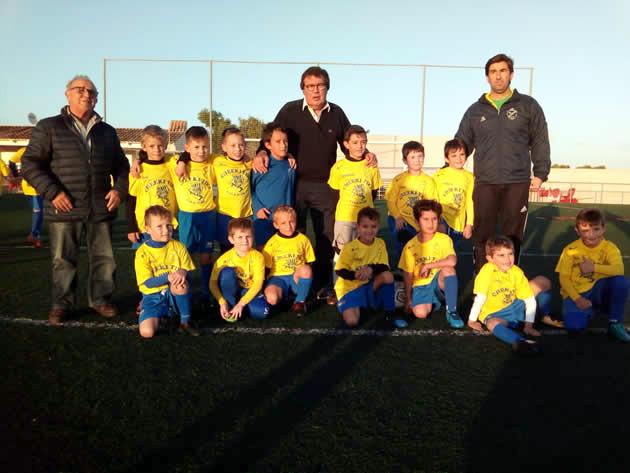 Miguel Bestard, acompañado de Miguel Vives, visitó las instaciones del C.D. Cala d'Or