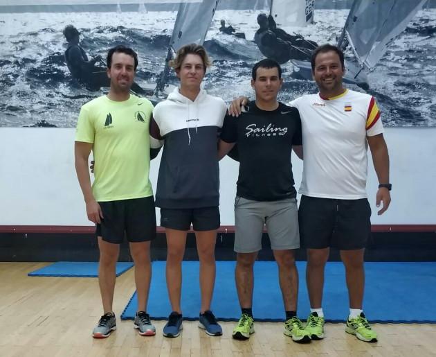 Pere Ponsetí junt amb els regatistes olímpics a les Canàries