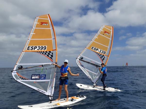Los Bic Techno 293 del CNA durante la competición en Las Palmas de Gran Canaria.