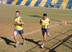 El arquero Javier Galeano y el goleador Manuel Sánchez Ocaña, quien retornará a la ofensiva de Mitre (Foto Facundo Correa, El Territorio)