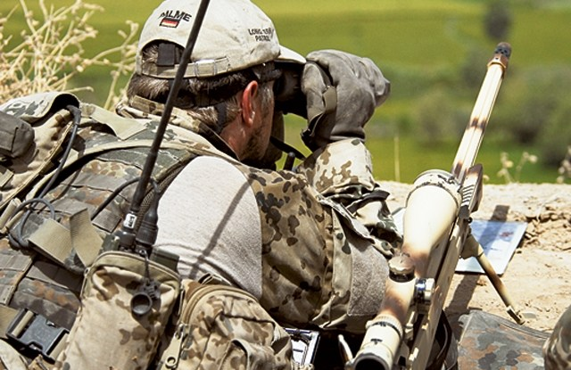 Bundeswehr_sniper_watching