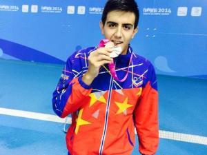 El medallista olímpico Carlos Claverie tiene oportunidad de conseguir una tercera medalla en la división de 50 metros pecho en Nanjing 2014 y de esta manera superaría la marca conseguida por Cristian Quintero en Singapur 2010