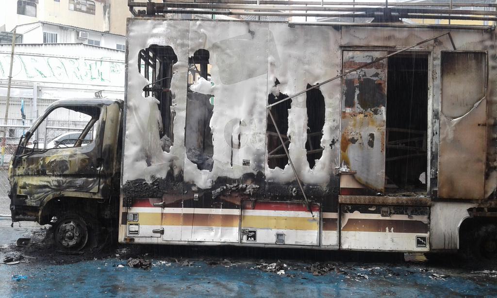 camion teatro movil quemado