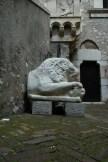 En el interior del Palazzo Carvaja en Taormina