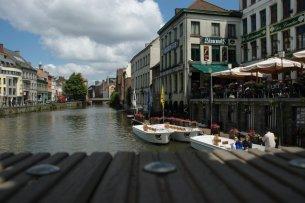 La famosa cervecería Her Waterhuis, sobre el canal.