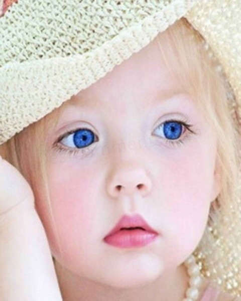 Lovely Wallpapers With Quotes In Hindi Little Girl With Blue Eyes Desicomments Com
