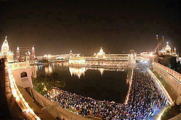 Diwali Wishes Quotes Wallpapers Download View Of Golden Temple During Diwali Desicomments Com