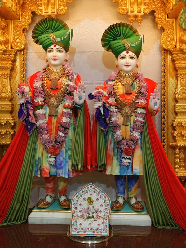 Birthday Wallpaper With Quotes Download Jai Shree Swaminarayan Desicomments Com