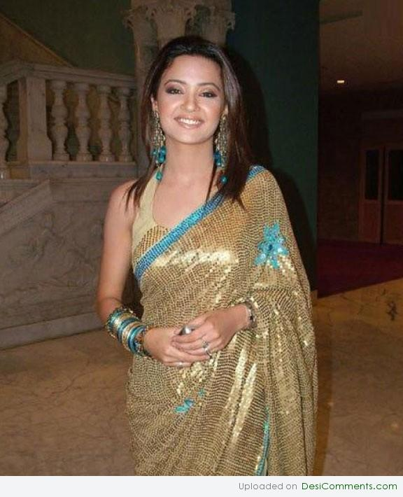 Cute Love Animations Wallpapers Surveen Chawla In Saree Desicomments Com