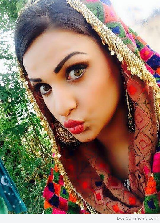 Good Morning Beautiful Wallpapers With Quotes Himanshi Khurana In Punjabi Suit Desicomments Com