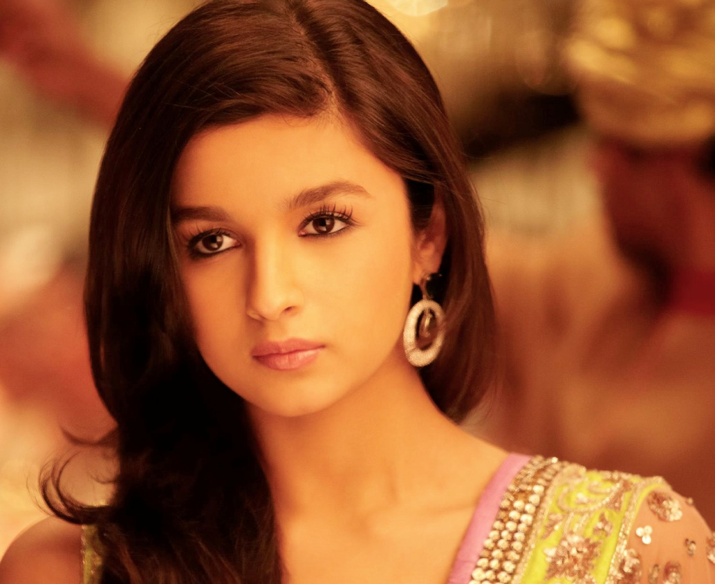 Sad Wallpaper With Quotes In Hindi Download Alia Bhatt Looking Cute Desicomments Com