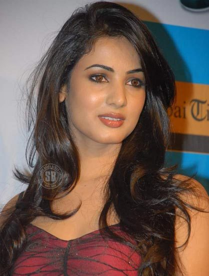 Cute Love Animations Wallpapers Famous Film Actress Sonal Chauhan Desicomments Com