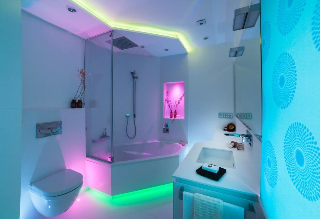 Kleines Badezimmer modern gestalten Tipps \ Ideen mit Lichtdesign - badezimmer modern gestalten