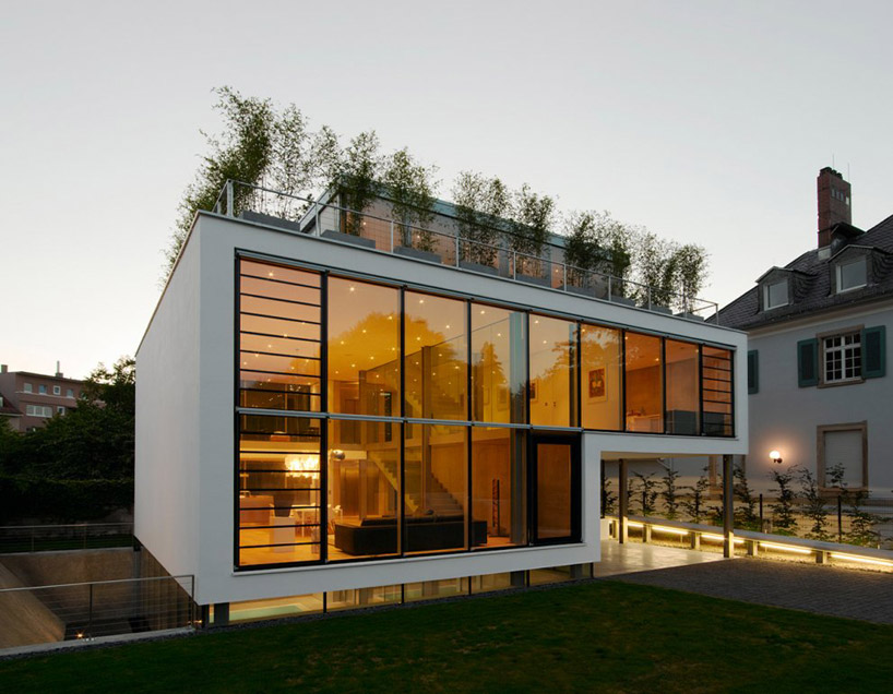 Christchrist Associated Architects House R