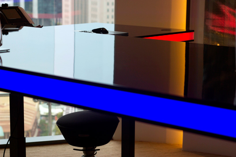 table air utilizes integrated smart sensor to alter desk height - led schreibtisch tableair bilder app