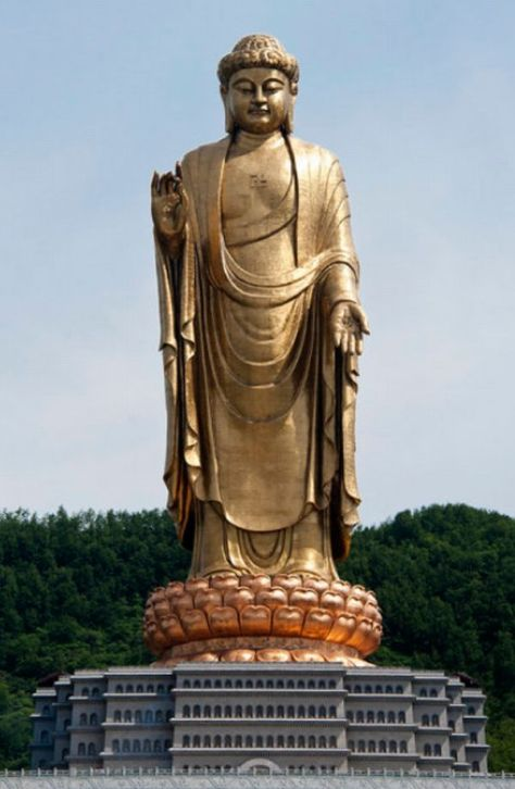 Spring_Temple_Buddha_picturing_Vairocana,_in_Lushan_County,_Henan,_China