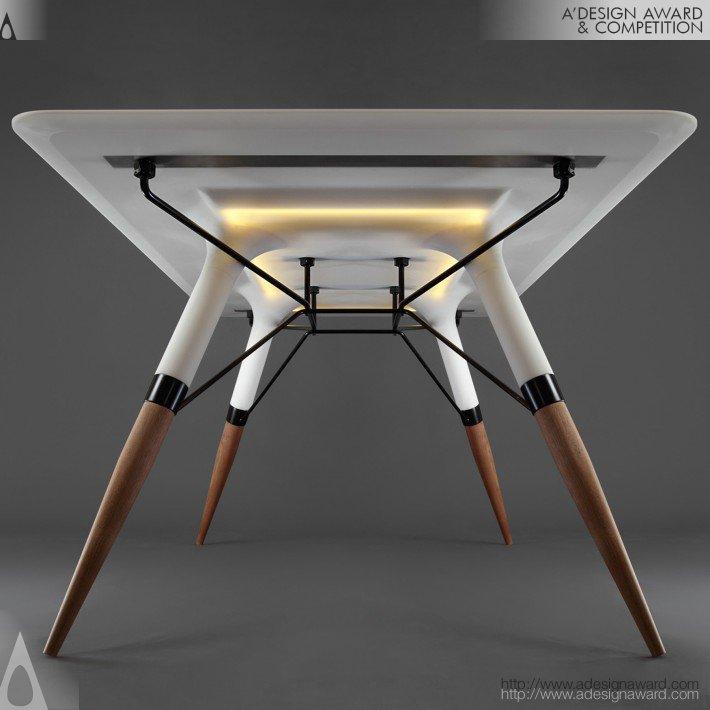 A mesa T, elaborada por DesignedBy, pode ser usada tanto no inteiro de ambientes quanto no exterior.
