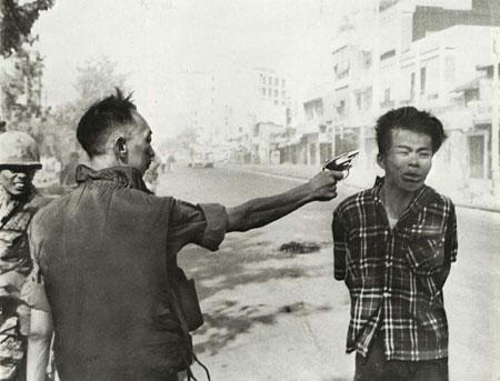 general shooting sodier in vietnam