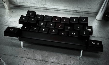 Qwerty-Couch2-640x384
