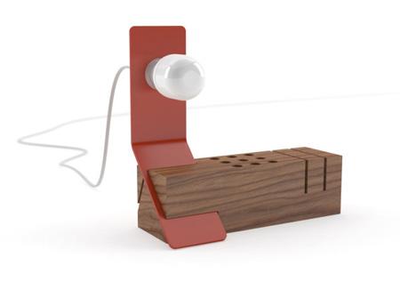 modern-office-organizer-with-desk-lamp-600x422