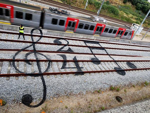 train-tracks-bordalo-2