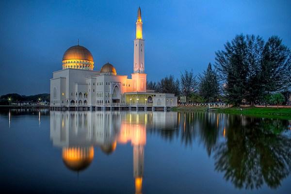 Puchong-Perdana-Mosque-Malaysia