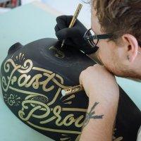 Davide Pagliardini a Week Hand. Personalizzare oggetti con l'hand lettering