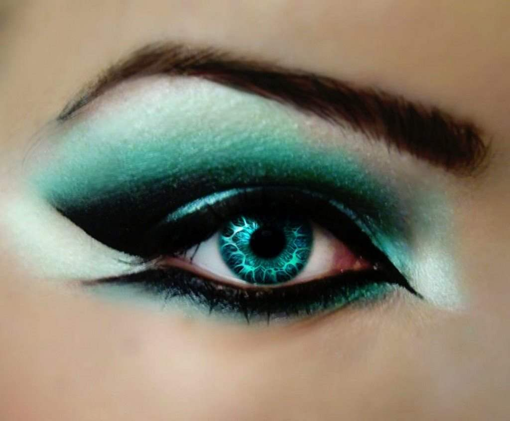 Creative Eye Makeup Looks And Design Ideas