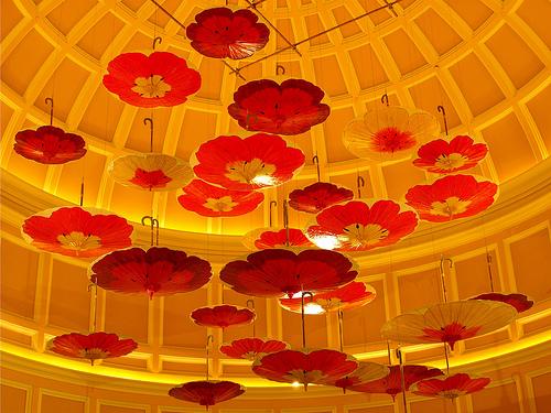 Amazing Umbrella Art Design Swan