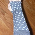 5 Minute Easy No-Sew Arm Warmers From Socks {diy}
