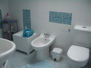 Six Simple Bathroom Cleaning Tips Everyone Should Know